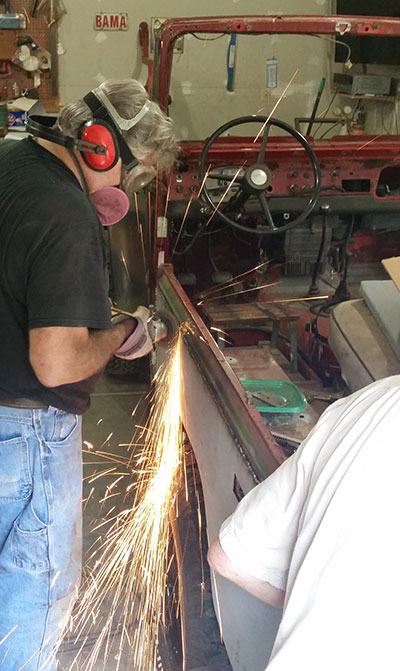 rear-qtr-panel-1-grinding